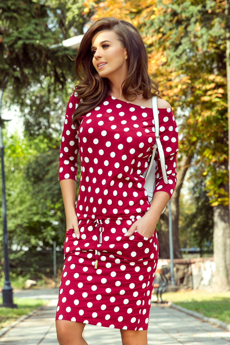 Šaty s puntíky se vrací do módy