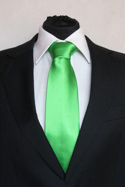 Pánská světle zelená klasická kravata na ples 4473c2e359